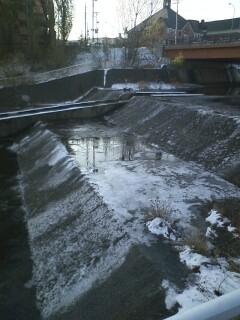 Northland:氷が張った琴似発寒川