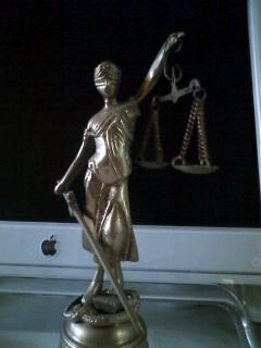 Paris蚤の市で買った正義の女神
